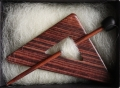 Dreiecksbrosche Veilchenholz